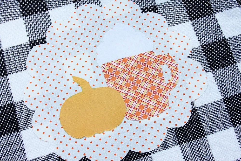 Осеннее настроение: кухонное полотенце сочаровательным декором