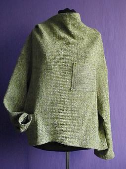Работа с названием Чешуйчатый пуловер