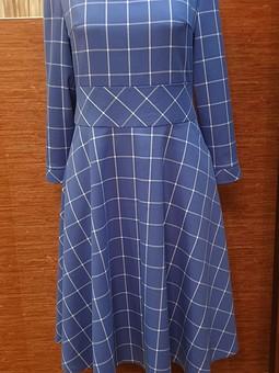 Работа с названием Голубое зимнее платье в клетку