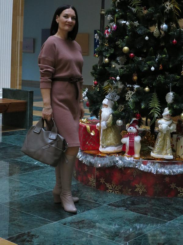 Платье изобъемного трикотажа