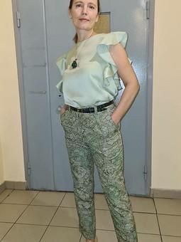 Работа с названием Брюки и блузка из ткани для кимоно
