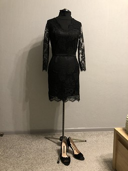 Работа с названием Коктейльное платье из кружева
