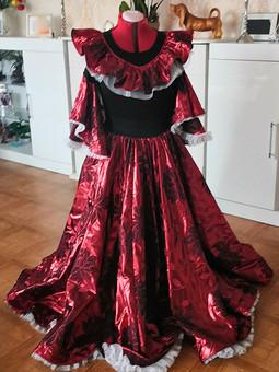 Работа с названием Цыганский костюм: юбка и блузка