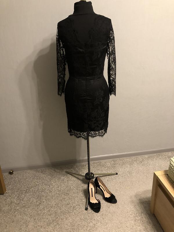 Коктейльное платье изкружева