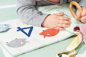 Первая книжка малыша: шьём своими руками из лоскутков тканей
