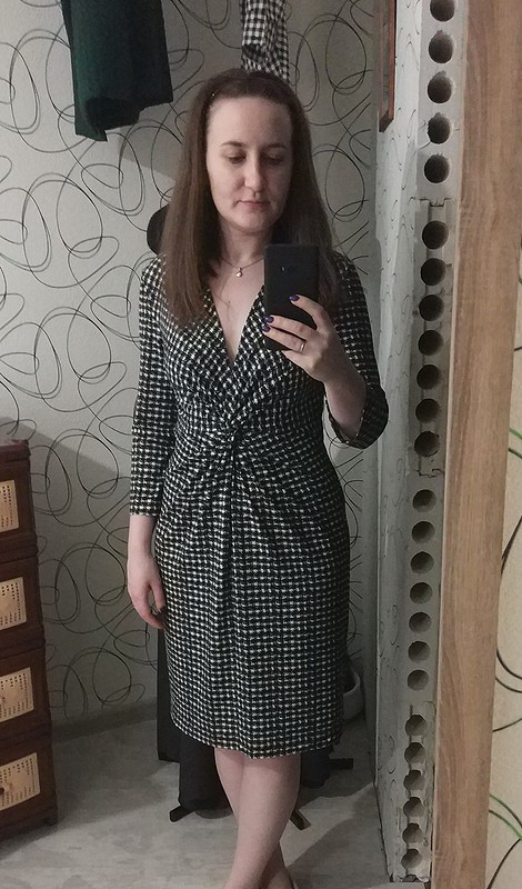 Платье сперекрутом