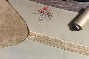 Обработка припусков швов в изделии из бархата: альтернативный способ