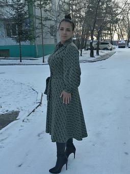 Работа с названием Платье с модными рукавами