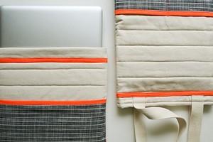 Стёганый чехол для ноутбука с яркой отделкой: мастер-класс