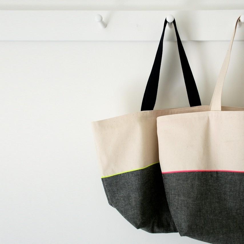 Как сшить двухцветную сумку-тоут сотделкой косой бейкой: мастер-класс