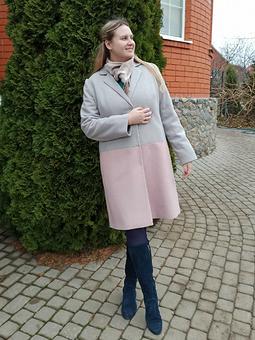 Работа с названием Двухцветное пальто