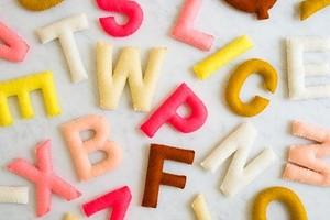 Идея: учим буквы с алфавитом из фетра