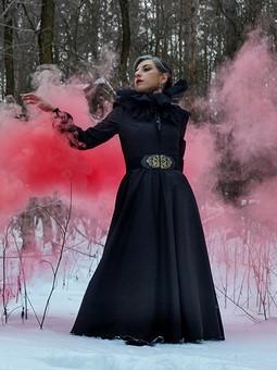 Работа с названием Снова черное платье