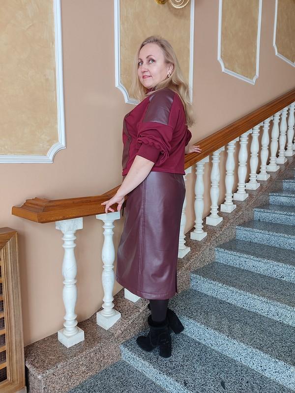 Костюм изэко-кожи ифутера «Супрематизм»: юбка ипуловер от Домино