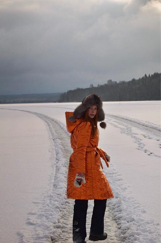 Стёганое оранжевое пальто от Irshi