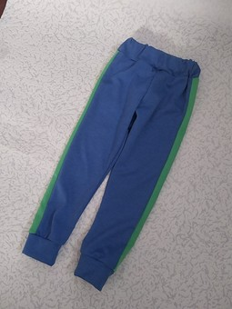 Работа с названием Спортивные штаны с лампасами