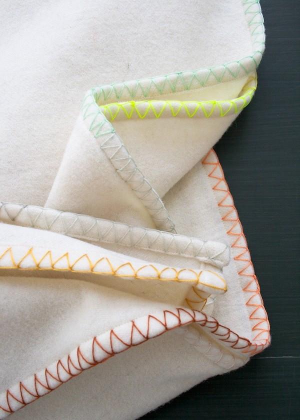 Идея: плед сразноцветной отделкой декоративным швом