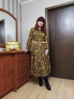 Работа с названием Русская хохлома расцвела на платье...