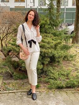 Работа с названием Нежная блуза в винтажном стиле