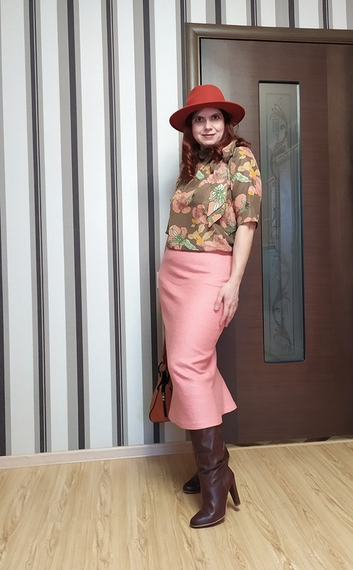 Юбочный костюм светло-кораллового цвета от Елена Мамонтова