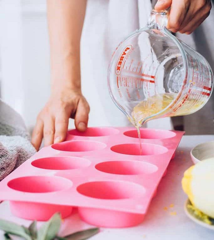 Рецепты красоты: пробуждающее цитрусовое мыло сароматными травами своими руками