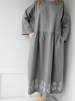 Работа с названием Льняное платье с набойкой