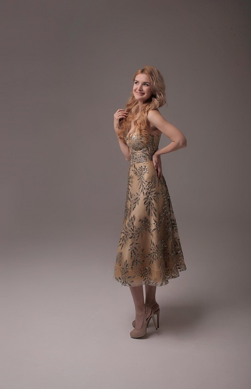 Золотое корсетное платье от @axma_atelier