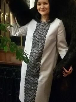 Работа с названием Платье прямого силуэта с рукавами ¾