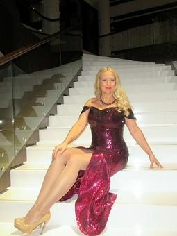 Работа с названием Вечернее платье со встроенным корсетом