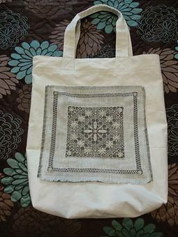 Работа с названием Летняя сумка в романтическом стиле с вышивкой