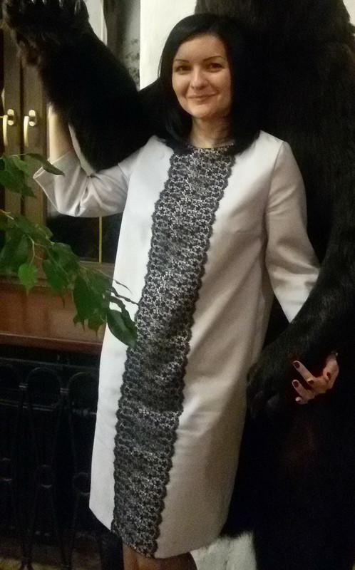 Платье прямого силуэта срукавами 3/4 от blackmari