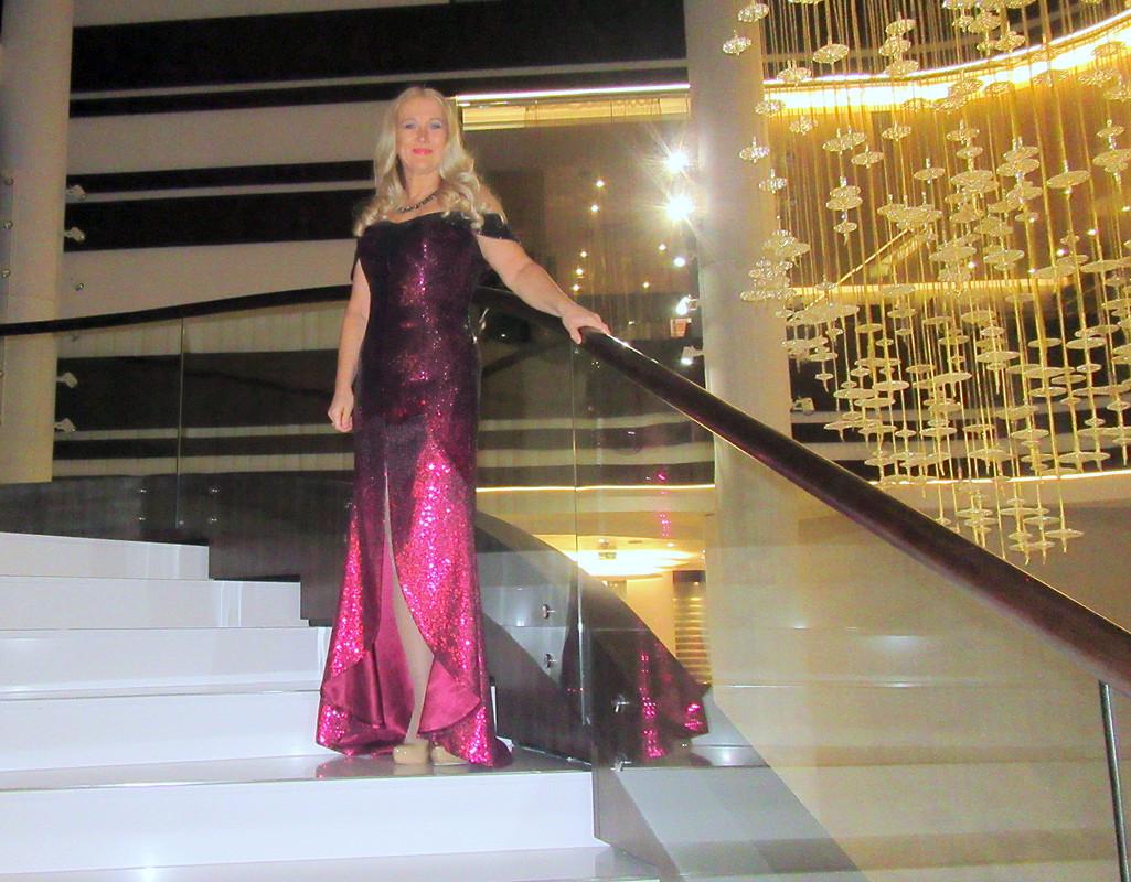 Вечернее платье со встроенным корсетом от Elena55+