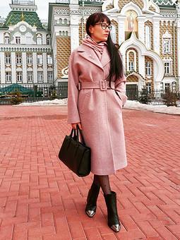Работа с названием Хорошо быть девушкой в розовом пальто))