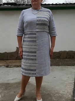 Работа с названием Жемчужно-серое платье