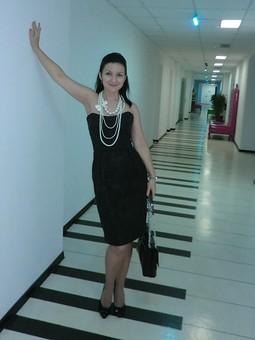 Работа с названием Коктейльное платье-корсаж с открытыми плечами