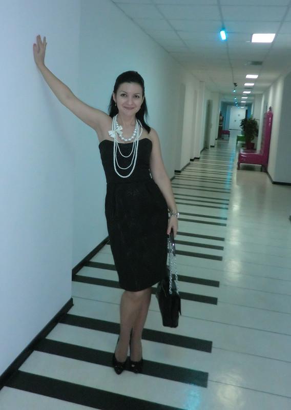 Коктейльное платье-корсаж соткрытыми плечами от blackmari