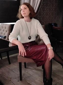 Работа с названием Кожаная юбка цвета