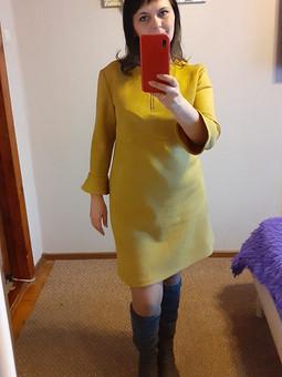 Работа с названием Платье горчичного цвета