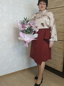 Работа с названием Ассиметричная юбка с драпировкой и блузка с воротником-стойкой