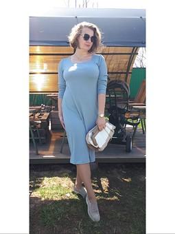 Работа с названием Небесно-голубое платье