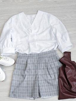 Работа с названием Белая блузка и шорты в клетку