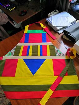 Работа с названием Подушки, фартуки, прихватки из обрезков ткани