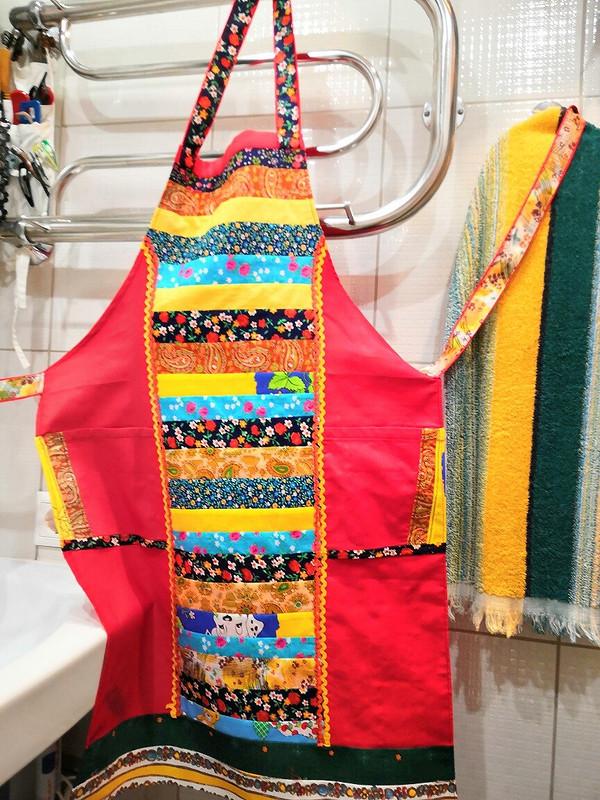 Подушки, фартуки, прихватки изобрезков ткани от Alevty