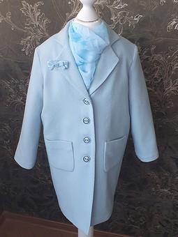 Работа с названием Небесно-голубое детское пальто