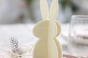 Пасхальный зайчик: украшение для праздничного стола