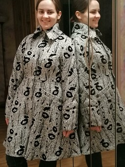 Работа с названием Утепленное пальто с цветочным рисунком