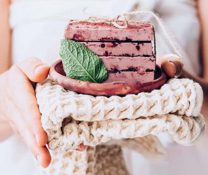 Рецепты красоты: ароматное мыло скакао имятой своими руками