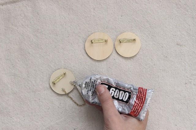 Идея: круглая брошь изткани