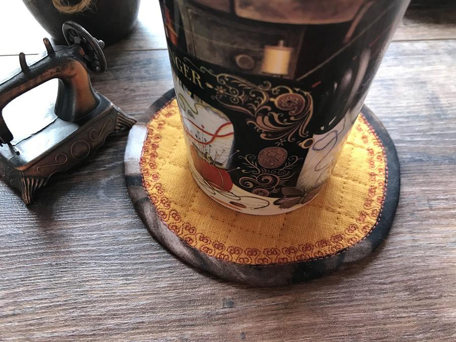 Время пить кофе: простая подставка подчашку изостатков тканей