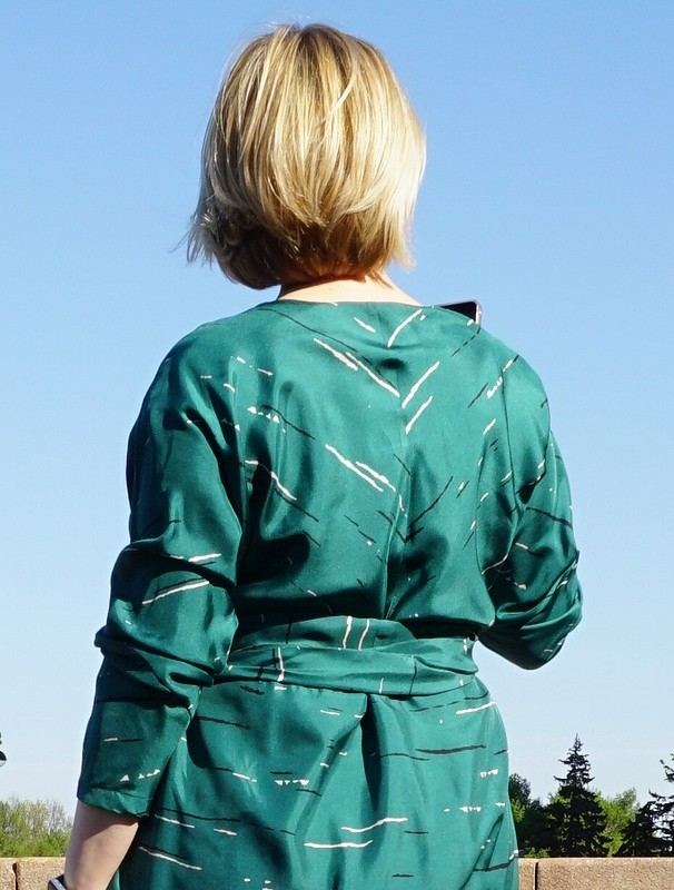 Платье сэффектом запаха цвета еловой хвои от Оксана Георгиевна